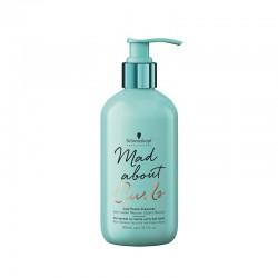 Mažai putojantis šampūnas garbanotiems plaukams Schwarzkopf  Mad About Curls Low Foam Cleanser 300ml